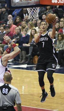 Jeremy Lin Scores