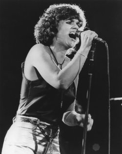 Linda Ronstadt in performance