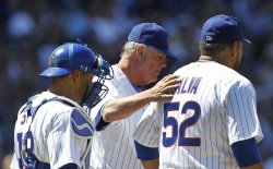 Cubs Piniella, Silva, Soto stand on mound in Chicago
