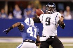 Jaguars Garrard Passes Over Colts Bethea