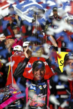 Clint Bowyer wins NASCAR Bank of America 500
