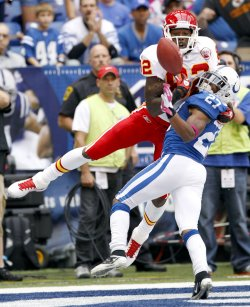 Chiefs Bowe Scores Over Colts Lacey
