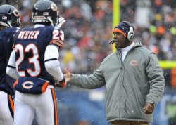 Bears coach Smith greets players in Chicago