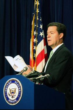 Brownback discusses Chinese spying on Beijing hotels in Washington