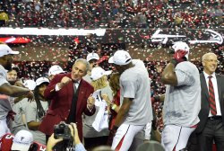 Falcons owner Arthur Blank dances with players after NFC Championship win