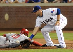 Angels Wells beats the thow at first against the Rangers