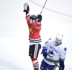 Blackhawks Bolland celebrates goal in Chicago
