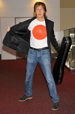 Paul McCartney arrives at Japan