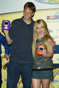 "HILARY DUFF AT TOYS ""R"" US IN NEW YORK"