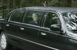 Friends and family of Eunice Kennedy Shriver arrive for her wake.