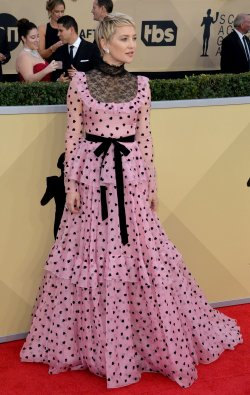 Kate Hudson attends the 24th annual SAG Awards in Los Angeles