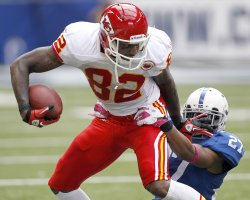 Chiefs Bowe Tackled by Colts Lacey