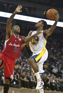 Warriors Ish Smith hooks a shot over Los Angeles Clippers Mo Williams in Oakland, California