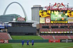 Rangers work out as World Series rained out in St. Louis
