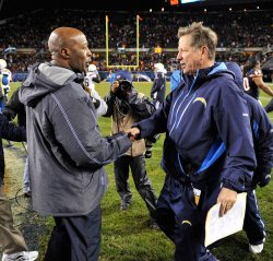Bears coach Smith and Chargers coach Turner shake hands in Chicago