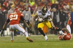 Chiefs Marcus Peters tackles Steelers Antonio Brown in Kansas City