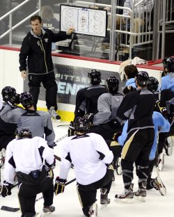 Pittsburgh Penguins Returns to the Ice in Pittsburgh