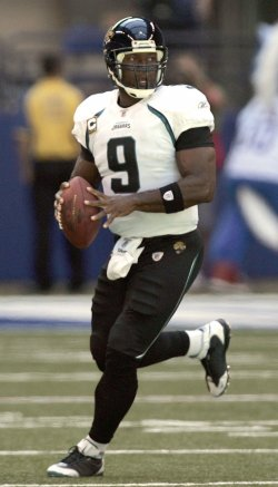 Jasksonville Jaguars David Garrard looks to pass against the Indianapolis Colts