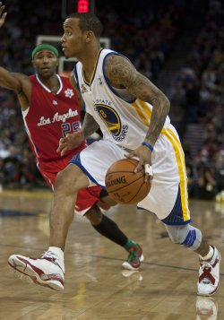 Warriors Monta Ellis drives on Los Angeles Clippers Mo Williams in Oakland, California
