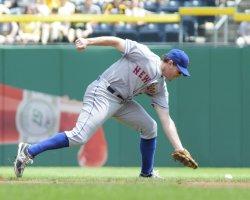 Mets Daniel Murphy Fielding Error in Pittsburgh