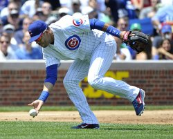 Cubs' Ramirez makes bare-handed play against Yankees in Chicago