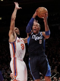 New York Knicks Jared Jeffries plays defense on Dallas Mavericks Shawn Marion at Madison Square Garden in New York