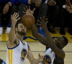 Warriors Draymond Green grabs a Thunder rebound