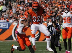Bengals Jeremy Hill pushed out by Browns Ibraheim Campbell