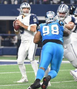 Dallas Cowboys Tony Romo looks to throw against the Carollna Panthers