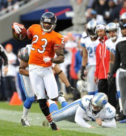 Bears Hester returns punt for touchdown against Lions in Chicago