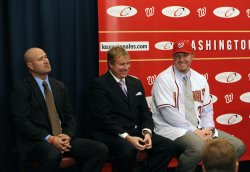 Washington Nationals sign slugger Adam Dunn in Washington