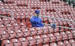 Rangers Wilson talks on phone as World Series rained out in St. Louis