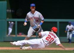Mets' Matt Reynolds forces out Nats' Daniel Murphy
