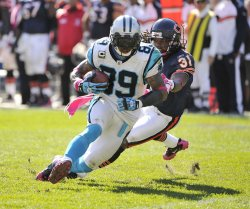 Panthers' Smith runs after catch against Bears in Chicago