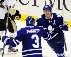 Maple Leafs Grabovski Scores Twice in Second Period in Pittsburgh