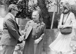 Henry Kissinger shakes hands with outgoing Prime Minister Golda Meir in Jerusalem