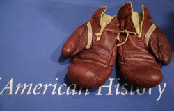 BOXING GLOVES HEAVYWEIGHT CHAMPION JOE LOUIS ARRIVE AT THE NATIONAL MUSEUM OF AMERICAN HISTORY