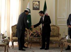 Pakistani President Asif Ali Zardari meets with Iranian President Mahmoud Ahmadinejad