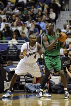 Kevin Garnett Goes to the Basket in Washington