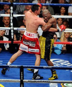 Floyd Mayweather and Robert Guerrero fight for the WBC Welterweight Title in Las Vegas