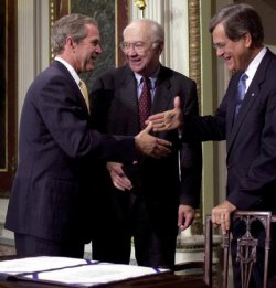 Bush signs bill to rename Peace Corps building