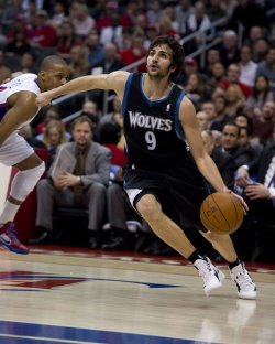 Minnesota Timberwolves guard Ricky Rubio drives baseline around Los Angeles Clippers Randy Foye