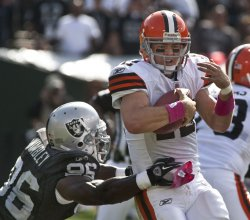 Browns Colt McCoy avoids sack by Raiders in Oakland, California