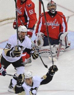Penguins Talbot scores against Capitals in Washington
