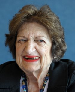 Helen Thomas Dies at the Age of 92