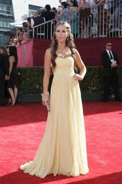 Jennifer Love Hewitt arrives at the 61st Primetime Emmy Awards in Los Angeles