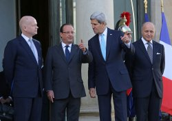 U.S. Secretary of State John Kerry in Paris to discuss Syria conflict with French President Hollande