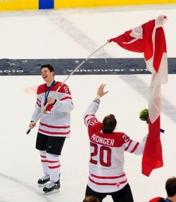 Canada beats USA, wins gold medal men's ice hockey at 2010 Winter Olympics in Vancouver