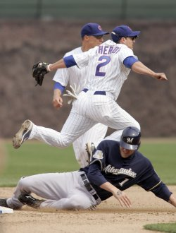 Cubs Shortstop Theriot Turns Doubleplay Against Brewers