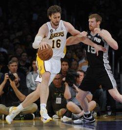 Los Angeles Lakers play San Antonio Spurs in Los Angeles